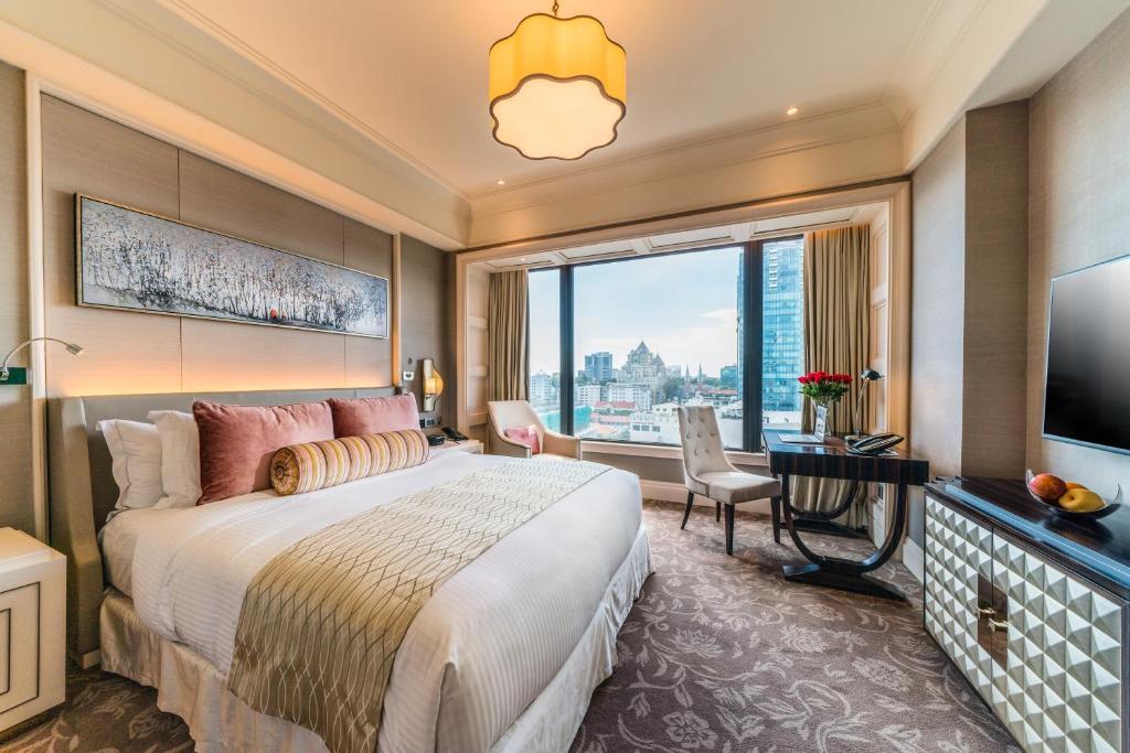 Phòng opera giường king khách sạn Caravelle Sài Gòn