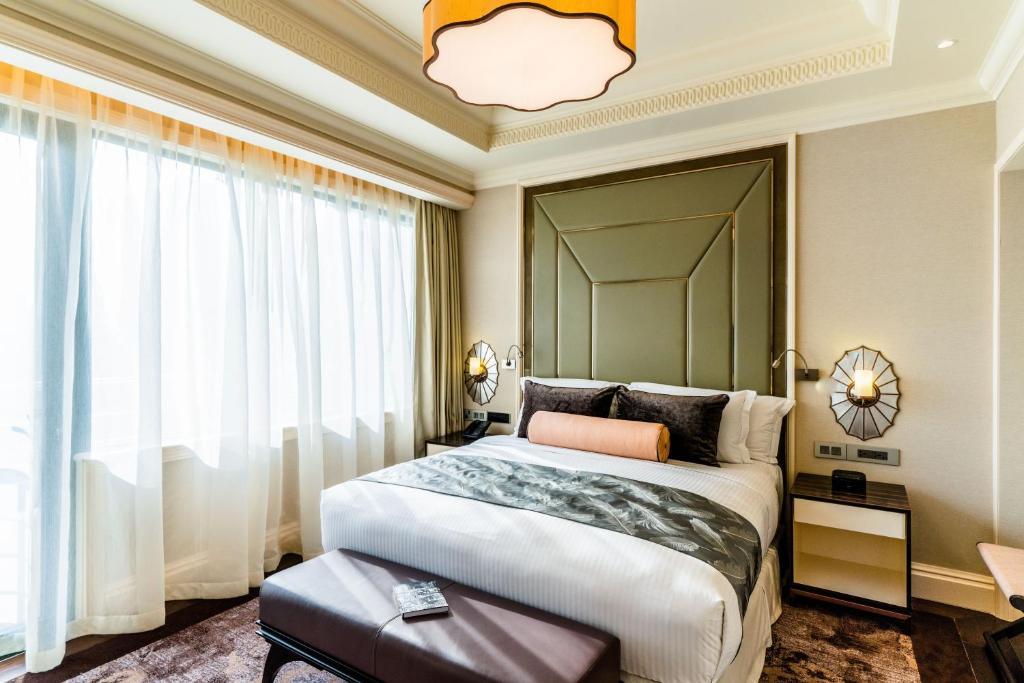 Phòng executive suite khách sạn Caravelle Sài Gòn