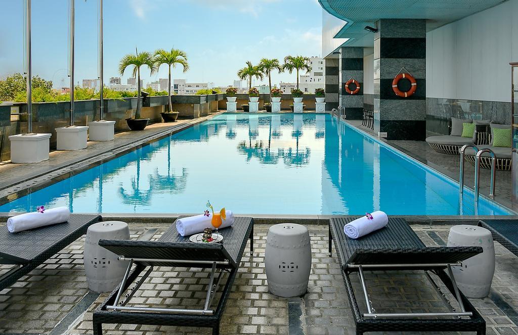 Hồ bơi Khách sạn Mường Thanh Luxury Sông Hàn