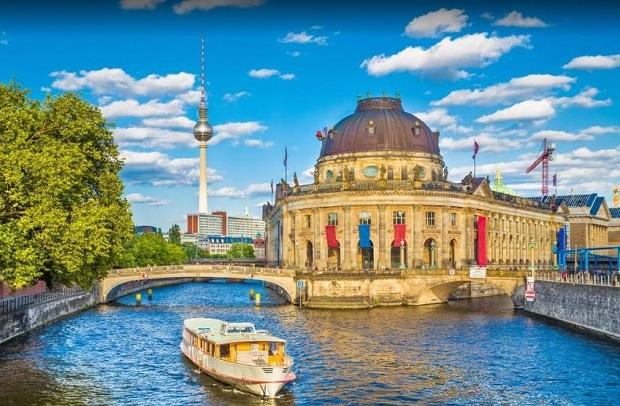 Vé máy bay đi Berlin giá rẻ hãng Air Asia
